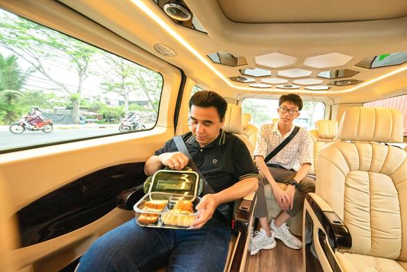 MC Quyền Linh: Không ngại di chuyển đường dài với chuyến xe hạnh phúc Ford Tourneo - Ảnh 2.