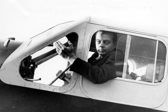 Hoàng tử Bé Saint-Exupéry vẫn bay cao trong vòm trời - Ảnh 1.