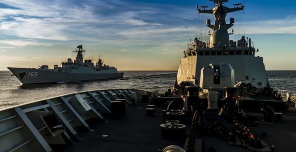 Mỹ, Trung nắn gân nhau bằng tập trận ầm ĩ trên biển - Ảnh 6.