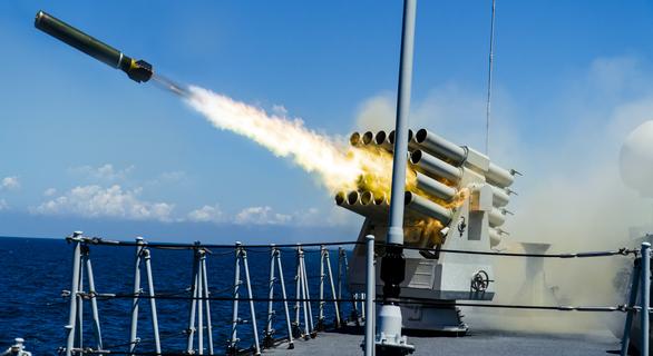 Mỹ, Trung nắn gân nhau bằng tập trận ầm ĩ trên biển - Ảnh 7.