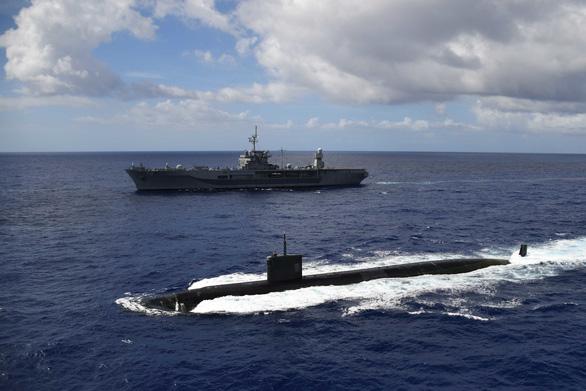 Mỹ, Trung nắn gân nhau bằng tập trận ầm ĩ trên biển - Ảnh 3.