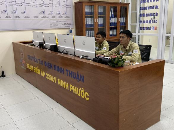 Đóng điện trạm biến áp 220kV Ninh Phước, giải tỏa thêm gần 306MW điện tái tạo lên lưới - Ảnh 1.