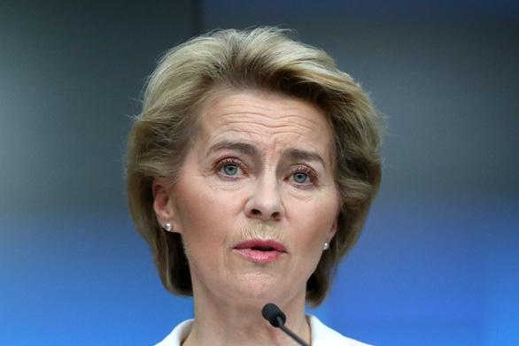 Châu Âu lên án Trung Quốc, lãnh đạo Hong Kong kêu gọi tôn trọng - Ảnh 1.