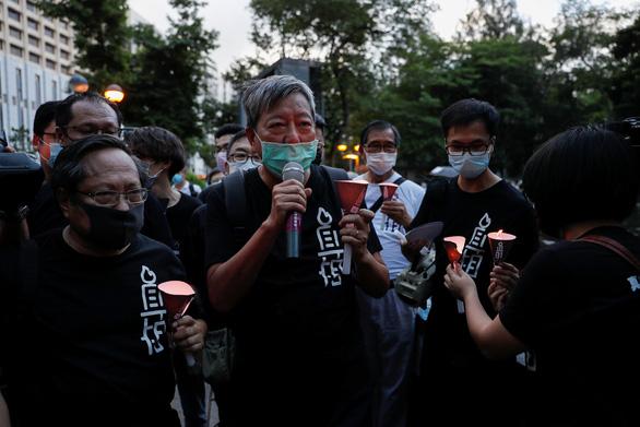 Tối 4-6, hàng ngàn dân Hong Kong thắp nến tưởng niệm Thiên An Môn - Ảnh 3.