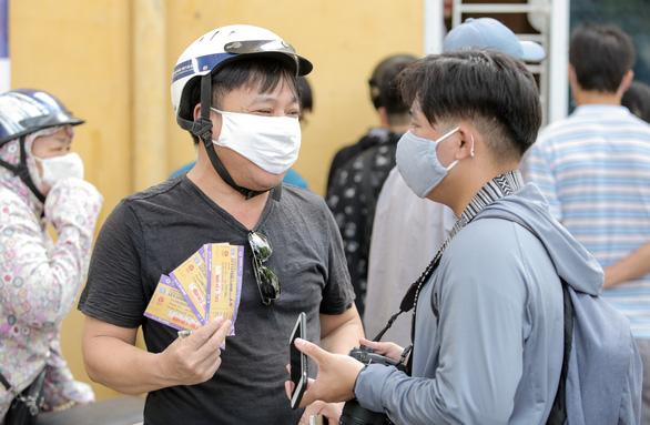Mở bán vé trận Hà Nội FC - Hoàng Anh Gia Lai qua... cửa sổ - Ảnh 8.