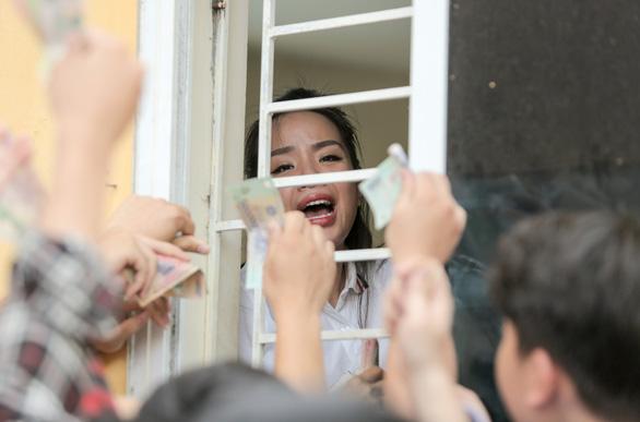 Mở bán vé trận Hà Nội FC - Hoàng Anh Gia Lai qua... cửa sổ - Ảnh 3.