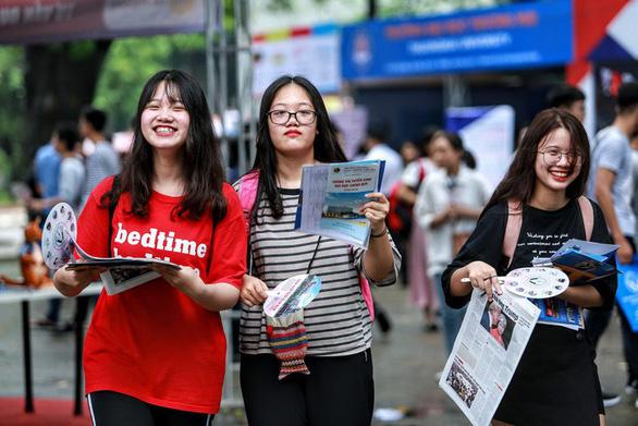 Tặng thí sinh 50.000 Cẩm nang tuyển sinh ĐH-CĐ hậu COVID-19 - Ảnh 1.