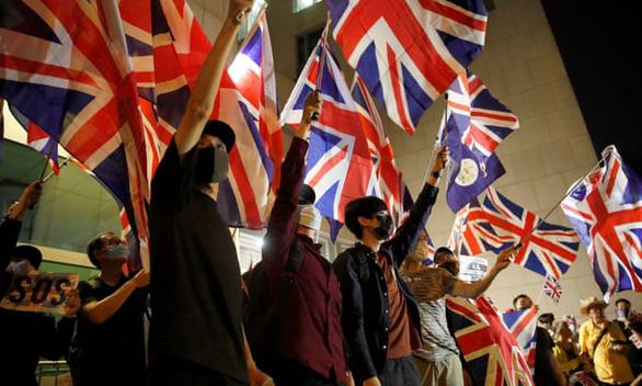 Đóng cửa với châu Âu, vì sao Anh đứng ra che chở 3 triệu dân Hong Kong? - Ảnh 1.