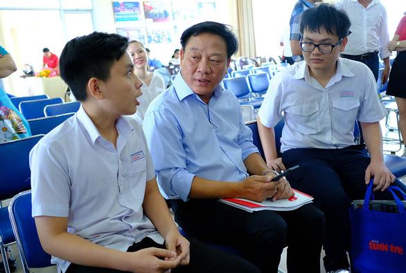 Nối dài vòng tay tiếp sức cho học sinh, sinh viên miền Trung - Ảnh 1.