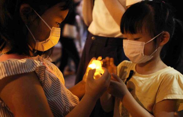 Tối 4-6, hàng ngàn dân Hong Kong thắp nến tưởng niệm Thiên An Môn - Ảnh 5.
