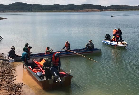 Tìm thấy thi thể 2 học sinh chết đuối trên hồ thủy điện Đại Ninh - Ảnh 1.