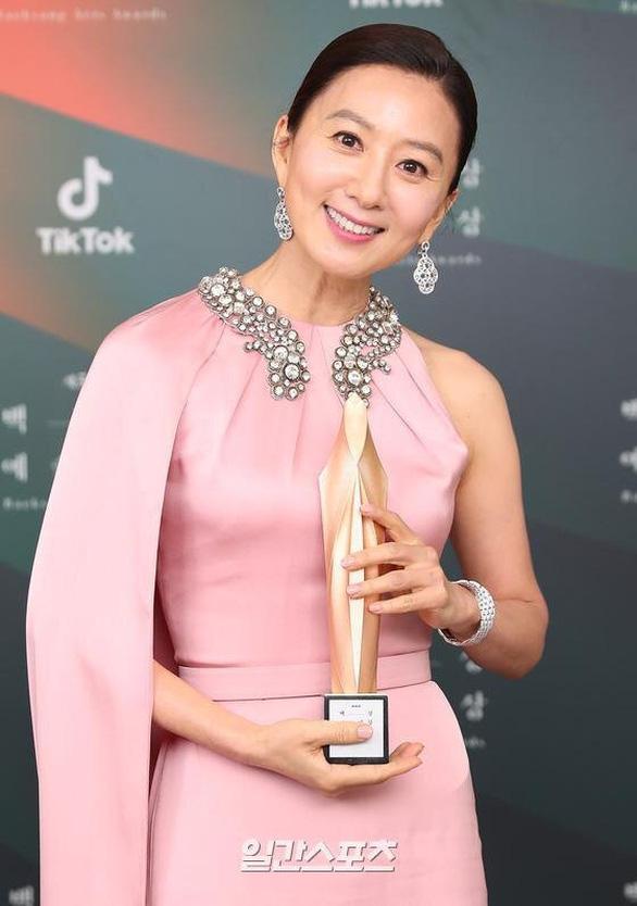 Ký sinh trùng và Khi hoa trà nở thắng đậm giải phim Baeksang Hàn Quốc - Ảnh 6.
