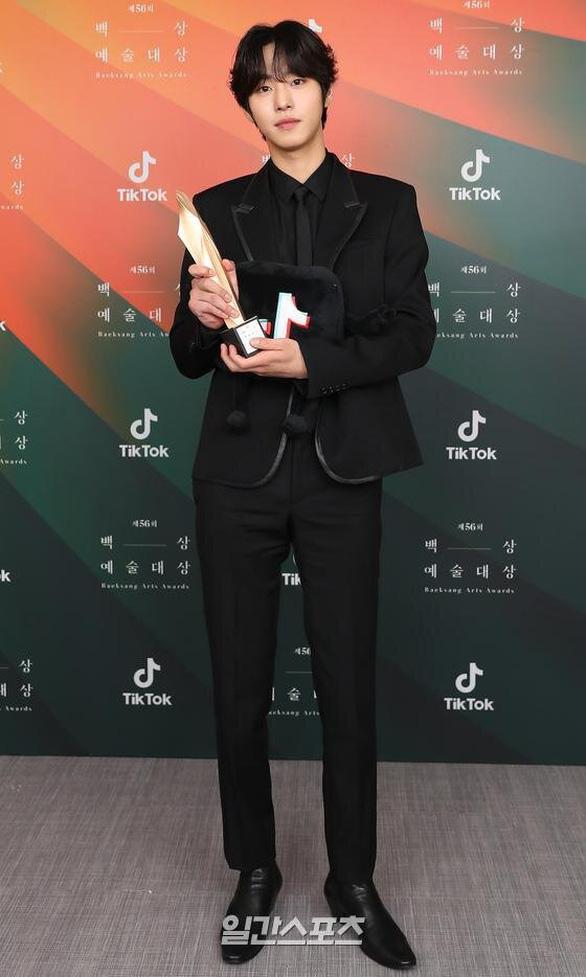 Ký sinh trùng và Khi hoa trà nở thắng đậm giải phim Baeksang Hàn Quốc - Ảnh 11.