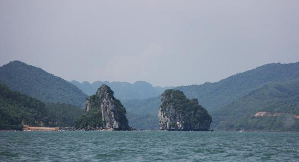 Những bãi cát trắng mịn như nhung trên xã đảo Minh Châu - Ảnh 1.