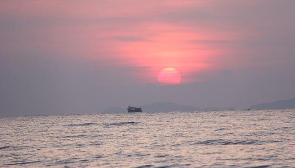 Những bãi cát trắng mịn như nhung trên xã đảo Minh Châu - Ảnh 7.