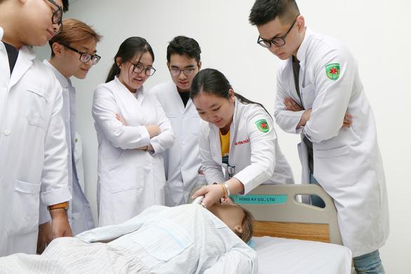 Điều dưỡng, Kỹ thuật xét nghiệm y học Đại học Tân Tạo: Học Việt Nam, chuẩn Hoa Kỳ - Ảnh 1.