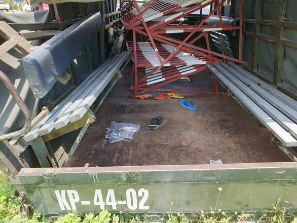 Xe biển đỏ chở dân quân tông nhau với xe đầu kéo, 1 người chết, 6 người bị thương - Ảnh 2.