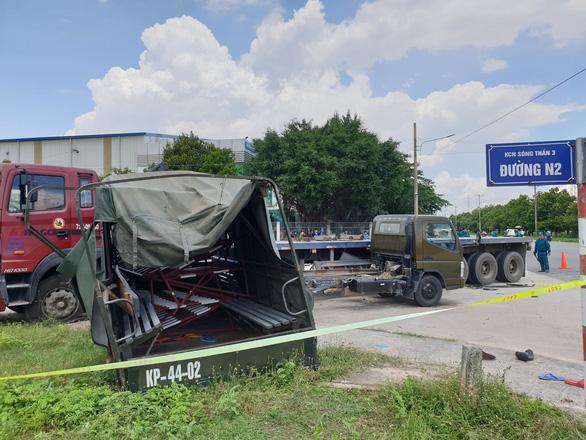 Xe biển đỏ chở dân quân tông nhau với xe đầu kéo, 1 người chết, 6 người bị thương - Ảnh 1.