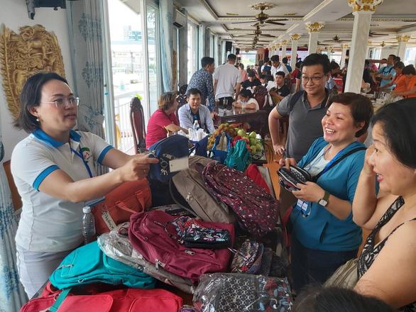 Hội chợ đặc biệt của hướng dẫn viên du lịch - Ảnh 1.