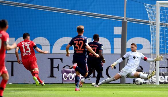 Thắng ngược Leverkusen, Bayern Munich tiến gần ngôi vô địch - Ảnh 1.