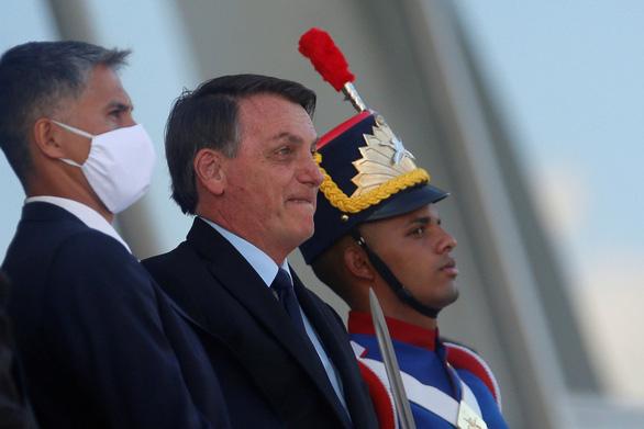Tổng thống Brazil dọa rút khỏi WHO vì bị cảnh báo nguy cơ COVID-19 lan rộng - Ảnh 1.
