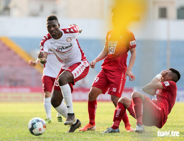 Cầu thủ Hải Phòng học sao bóng đá thế giới cách cản đá phạt - Ảnh 9.