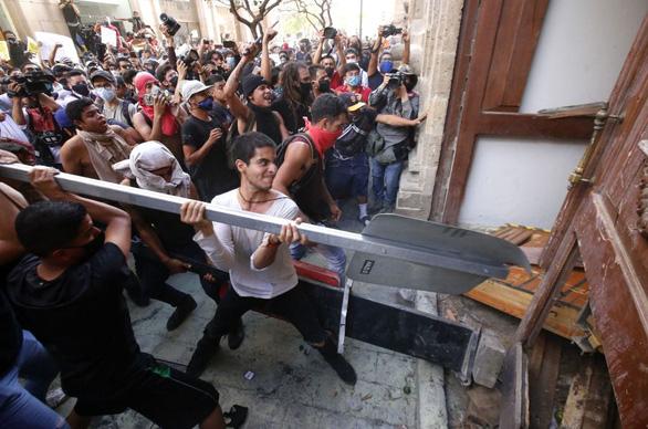 Dân Mexico giận dữ vì cảnh sát đánh chết người không đeo khẩu trang - Ảnh 5.