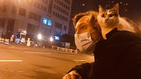 4 tháng bám trụ ở Vũ Hán: Những điều chưa kể của 2 nhà báo phương Tây - Ảnh 1.