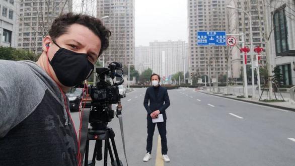 4 tháng bám trụ ở Vũ Hán: Những điều chưa kể của 2 nhà báo phương Tây - Ảnh 2.