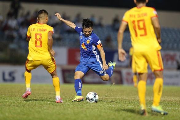 Ngoại binh Kebe tỏa sáng giúp Quảng Nam giành 3 điểm đầu tiên - Ảnh 2.
