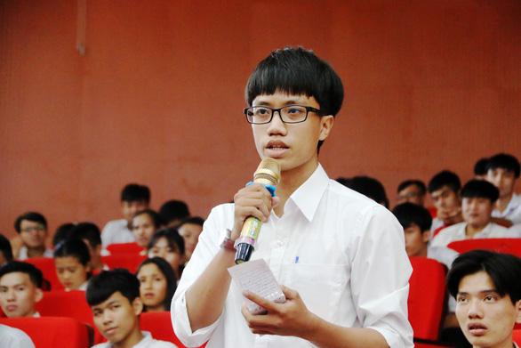 Chủ tịch tỉnh mời doanh nghiệp IT về định hướng cho học sinh chọn ngành công nghệ thông tin - Ảnh 2.