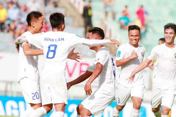 Thủ môn của Tây Ninh tặng An Giang 3 điểm - Ảnh 1.