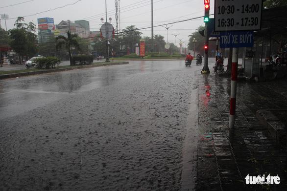 Mưa đá giải nhiệt vùng hạn Ninh Thuận - Ảnh 1.