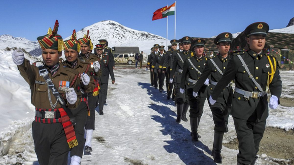 Trung - Ấn thống nhất giải quyết hòa bình căng thẳng biên giới - Ảnh 1.