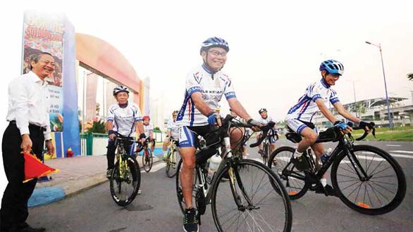 Ba ông già gân đạp xe 6.000km hưởng ứng Ấn tượng Việt Nam - Ảnh 1.