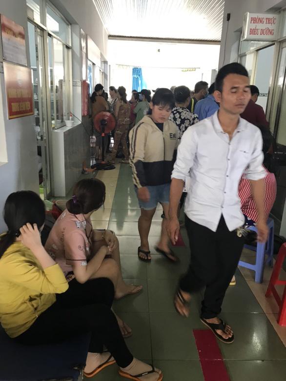 Hơn 120 người nhập viện nghi bị ngộ độc sau khi ăn cưới - Ảnh 2.