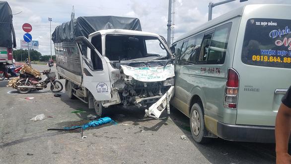 Tai nạn liên hoàn 7 xe ở quận Bình Tân, nhiều người bị thương - Ảnh 1.