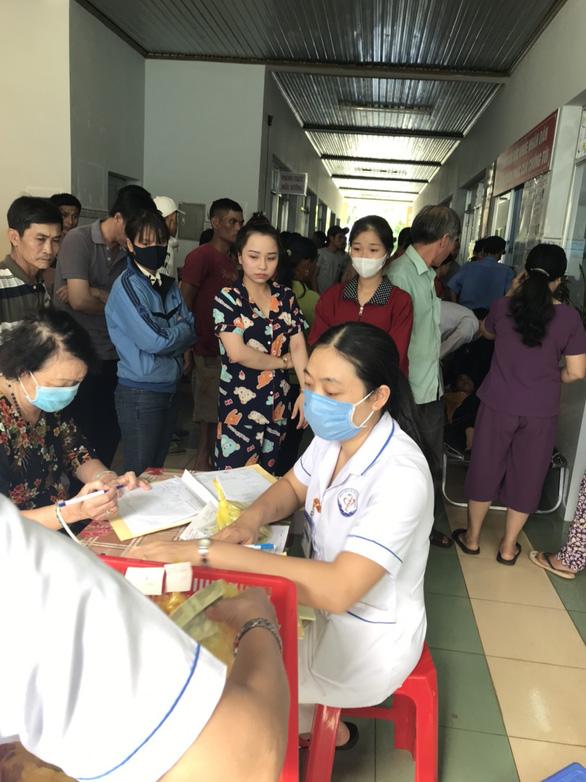 Hơn 120 người nhập viện nghi bị ngộ độc sau khi ăn cưới - Ảnh 3.