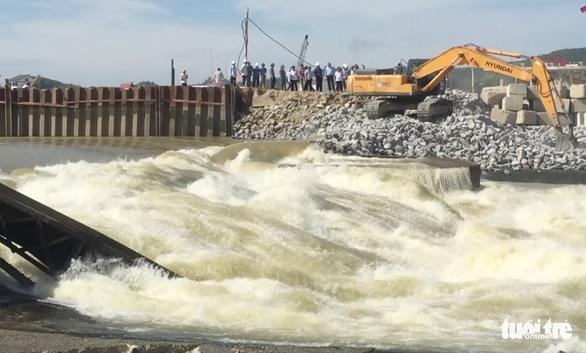 Vỡ đập tràn ở Nghệ An, hơn 7.800 hộ dân bị cúp nước - Ảnh 2.