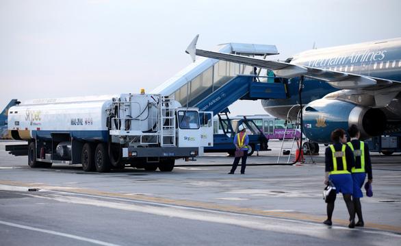 Đề xuất giảm 30% thuế với nhiên liệu máy bay - Ảnh 1.