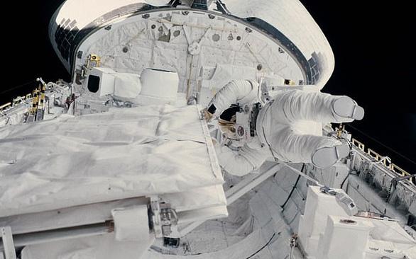 Nhà thám hiểm nữ xuống nơi sâu nhất vỏ Trái đất rồi kết nối ISS - Ảnh 3.