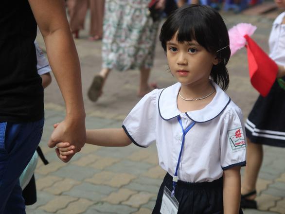 Thời tiết nóng nắng khắc nghiệt, phải đảm bảo an toàn cho học sinh - Ảnh 1.