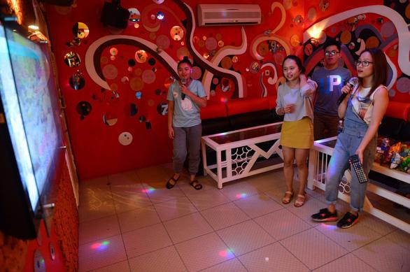Chiều nay 11-6, vũ trường, karaoke tại TP.HCM chính thức được mở cửa lại - Ảnh 1.