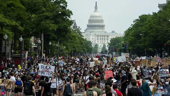 Sau hơn chục ngày biểu tình, số ca nhiễm virus corona ở Mỹ lại tăng - Ảnh 1.