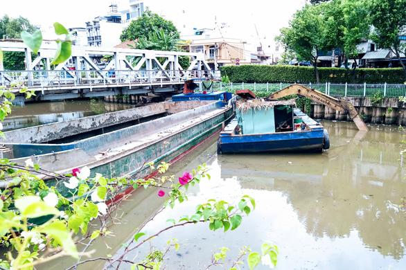 Khởi công nạo vét hơn 42.000 m3 bùn kênh Nhiêu Lộc - Thị Nghè giai đoạn 2 - Ảnh 1.