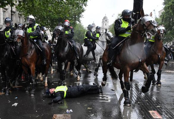 Cảnh sát kỵ binh trên thế giới đang làm những việc gì? - Ảnh 1.