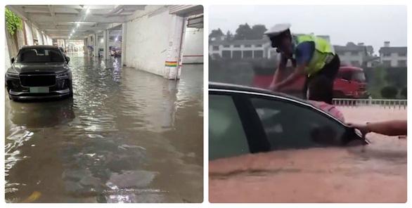 Báo Trung Quốc khuyên người dân hễ thấy nước dâng cao thì cứ bỏ xe chạy - Ảnh 1.