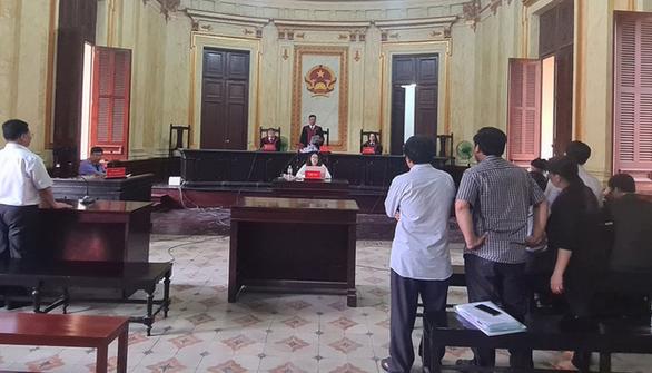 Kịp thời ngăn đương sự định nhảy lầu sau khi tòa tuyên án - Ảnh 1.