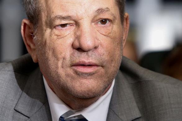 Các nạn nhân của Weinstein được bồi thường gần 20 triệu USD, luật sư chưa chịu - Ảnh 1.