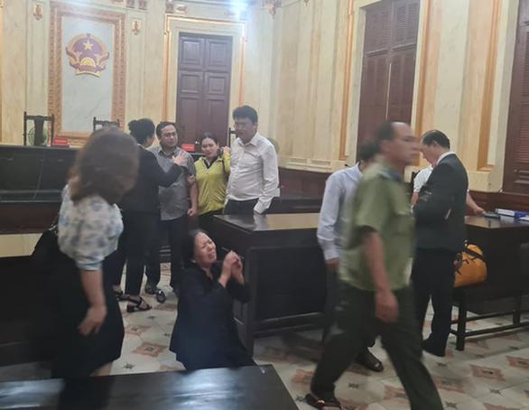 Kịp thời ngăn đương sự định nhảy lầu sau khi tòa tuyên án - Ảnh 2.